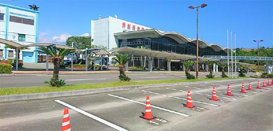 ターミナルビル前のレンタカーステーション